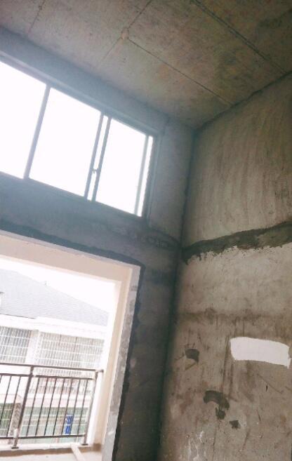现代城毛坯房144平62万出售