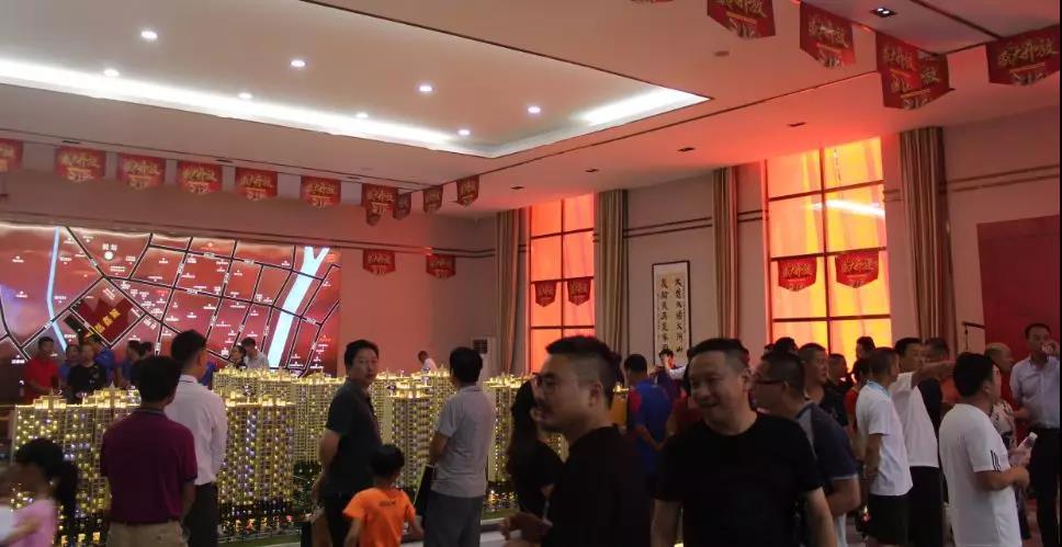 大悟西岳鑫城营销中心大厅沙盘区实景图11