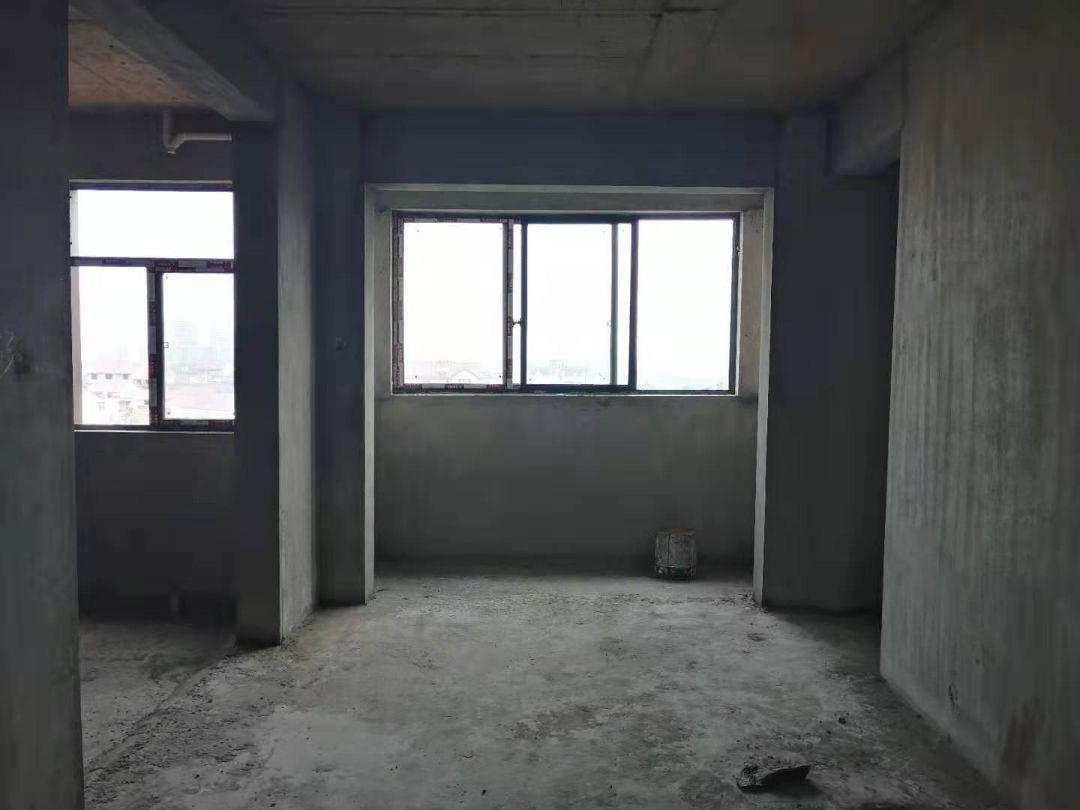 三小旁,锦绣江南小洋楼,电梯黄金楼层,3房纯毛坯,价钱实惠