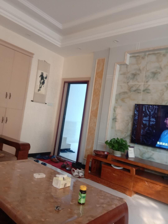 汇金广场龙腾大酒店对面房子出租