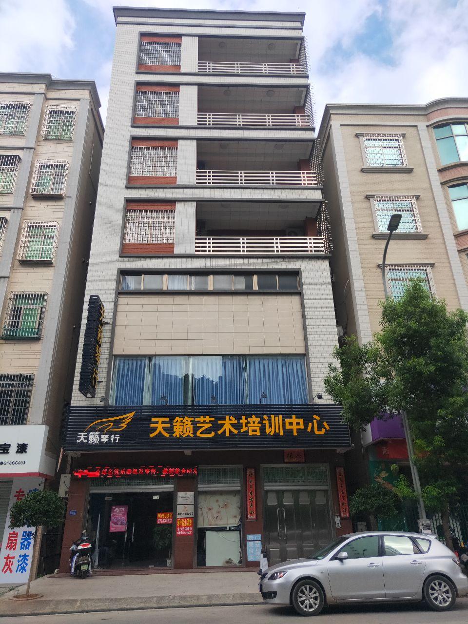 旺铺招租,一至三层,独立楼梯