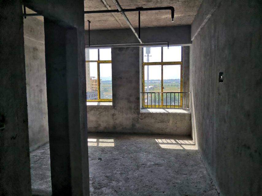 九小学区,电梯好楼层,70年产权,直接改名,相当一手房,首付仅3.8万就能享用现在,投资自住首选,