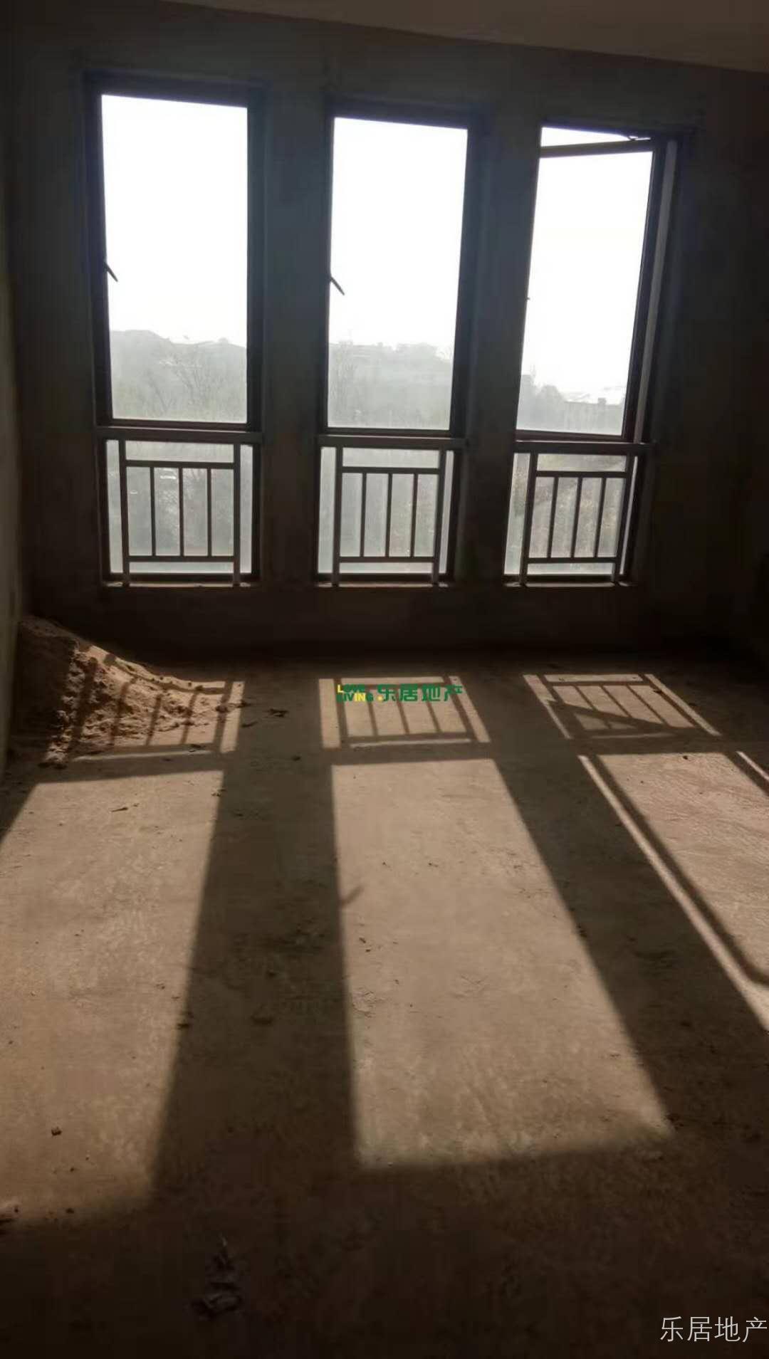 庐湖春天洋房三室两厅