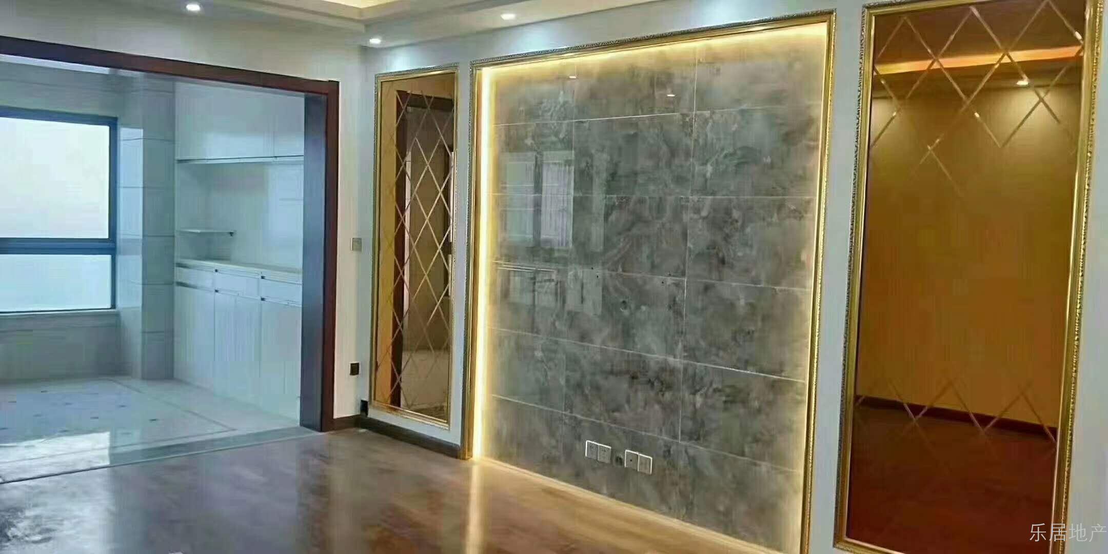 湖边三室两厅电梯房