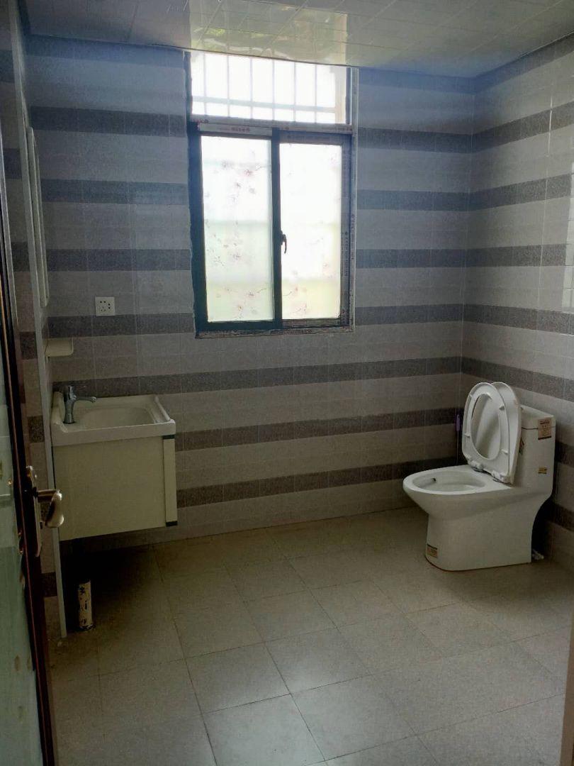 九小学期房,中心地段,生活便利,,干净整洁