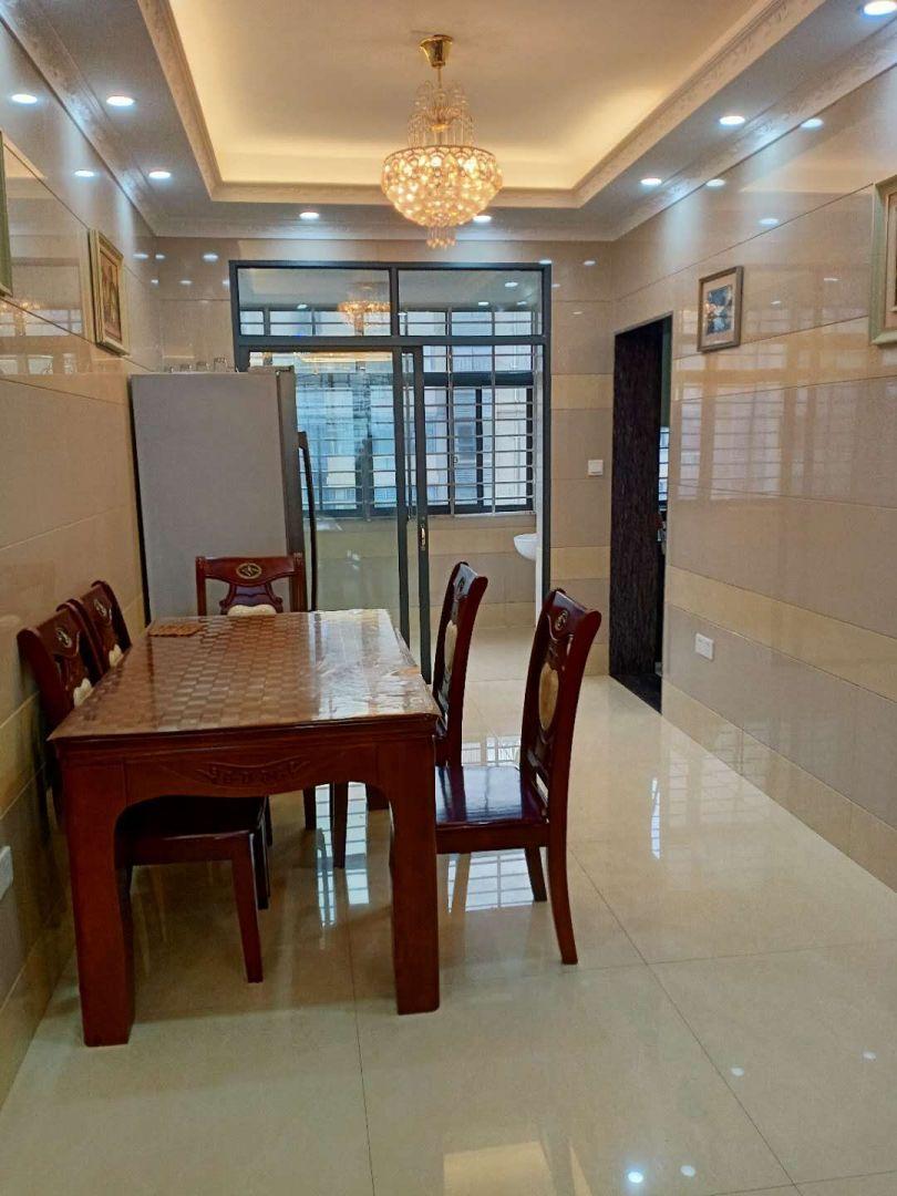 高档小区,大三房,采光好,阳光充足,电梯好楼层性价比高