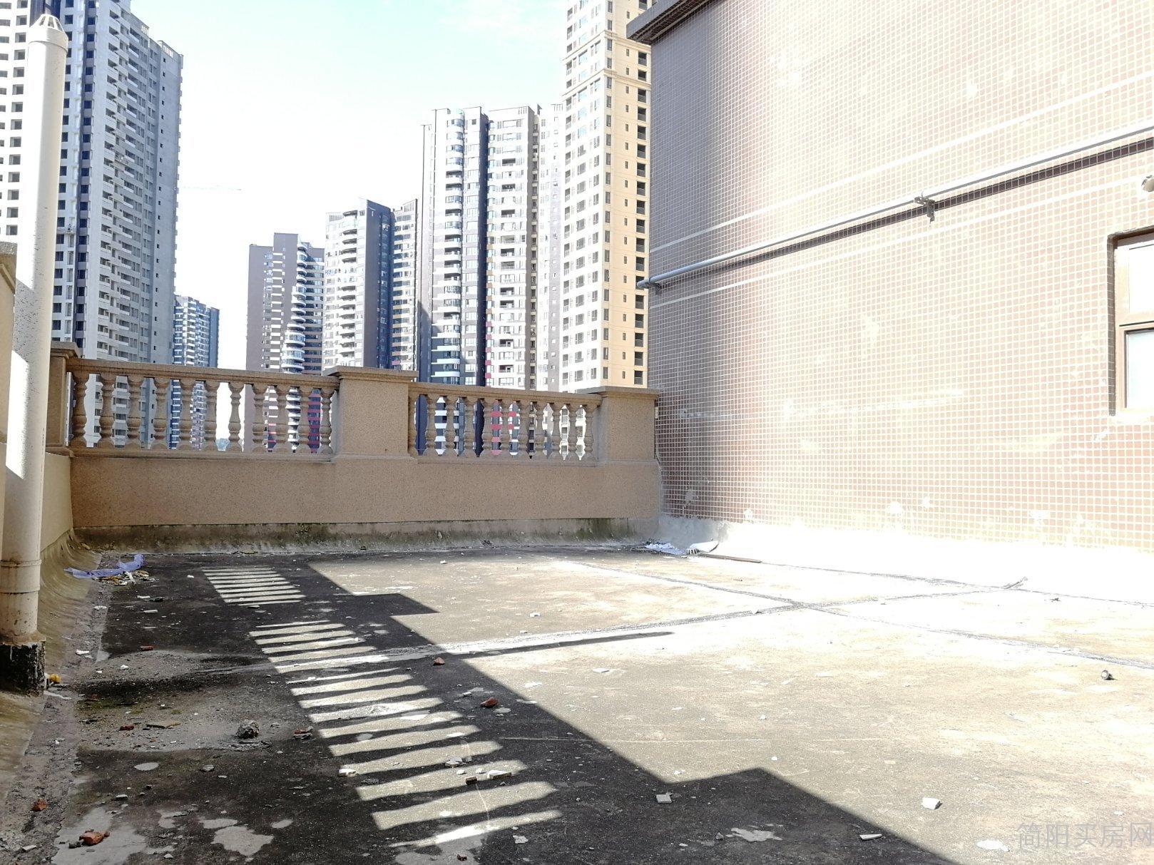 河东新区沱四桥旁蓝湖城邦清水套三 带平台 随时看房