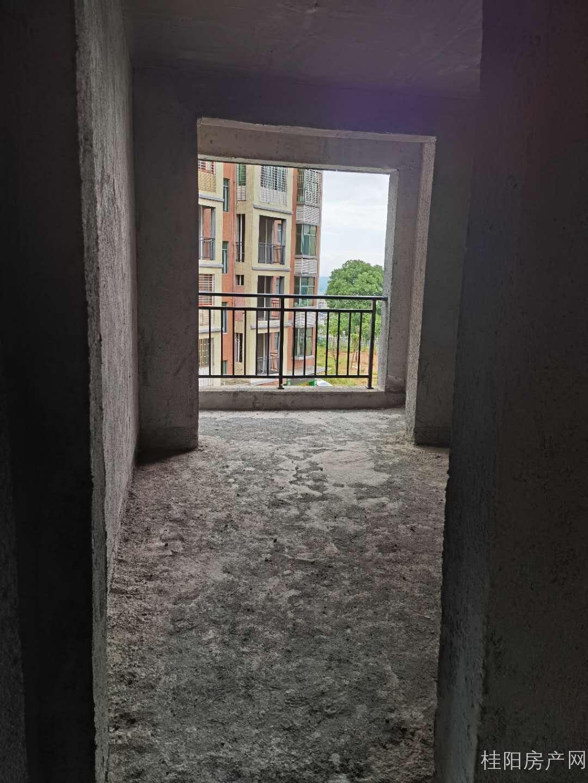 坤岭秀峰三楼带车库出售