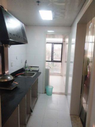 一小学期房,保持的干净整洁,价格实惠,生活便利,拎包入住