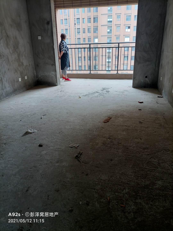 博吾学校边上的电梯三房两厅两卫
