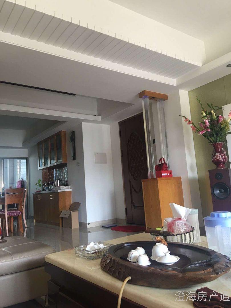 金顺苑 130平方 11800元/平方  三房两厅,中档装修,部分配套,满五唯一