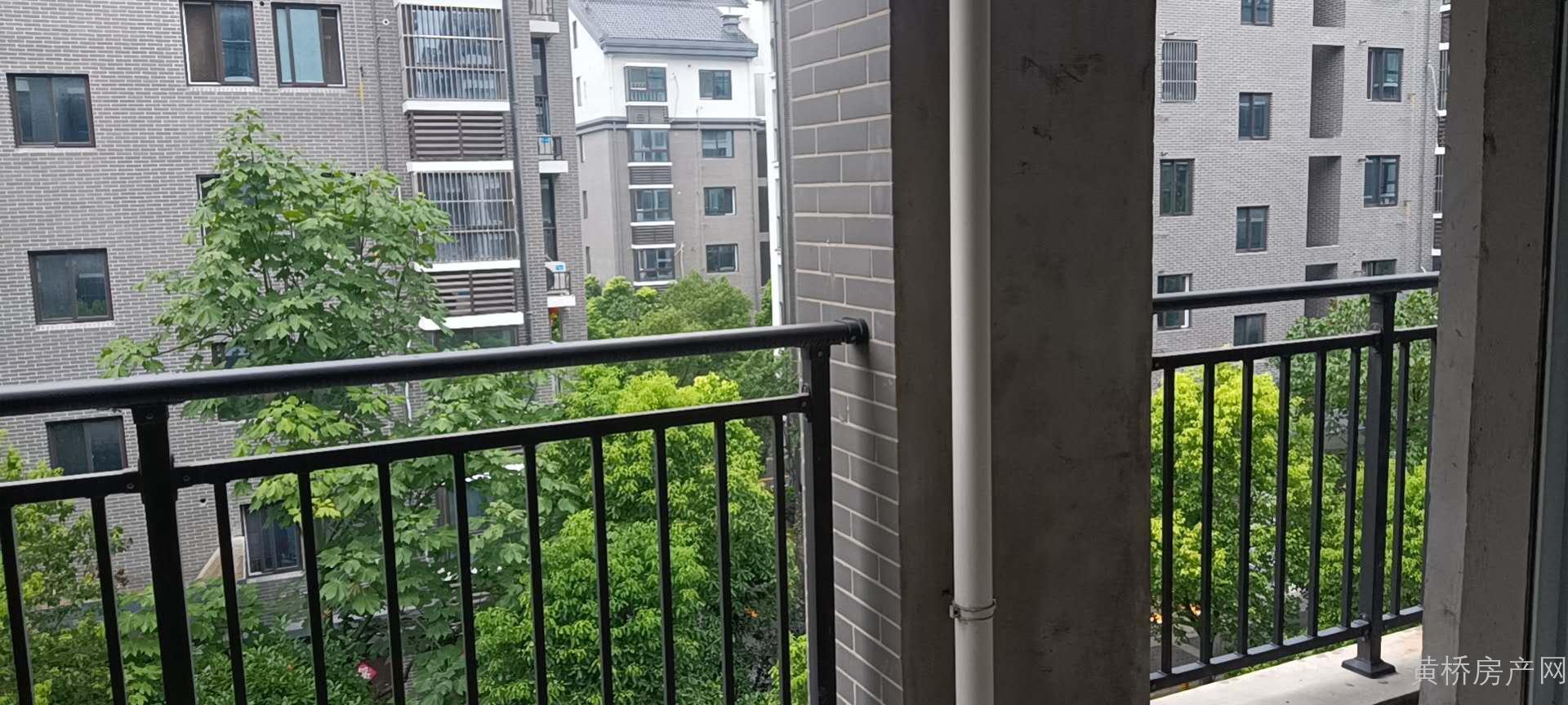 3学区房+电梯洋房+3面阳台+双卫+毛坯+储物间。联系电话17751645363